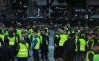 Los taxistas de Barcelona marchan a pie por el centro de la ciudad hacia el Parlament