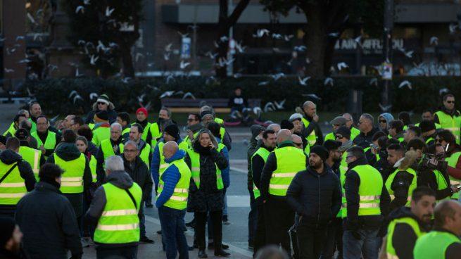 Los mossos impiden a los taxistas entrar por la fuerza en el recinto del Parlament