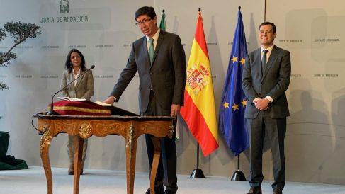 Juan Marín jura su cargo. Foto: Europa Press