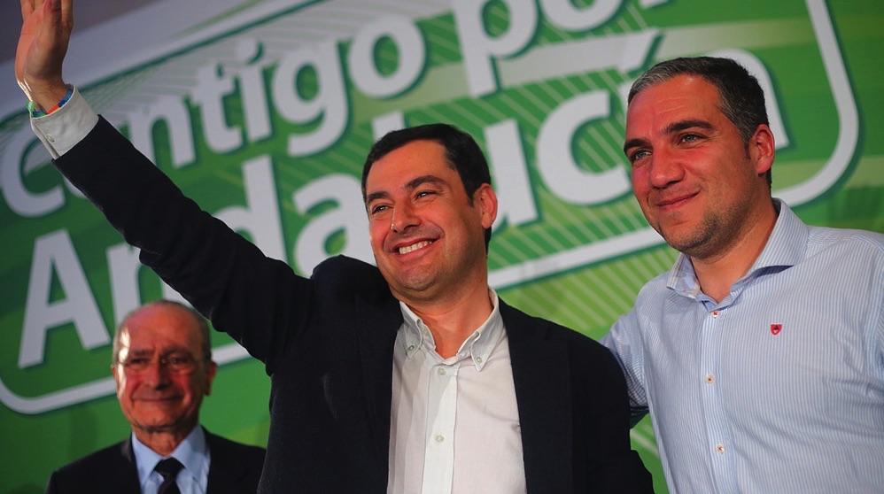 Juanma Moreno junto a Francisco de la Torre (i) y Elías Bendodo (d). (Foto. PP)