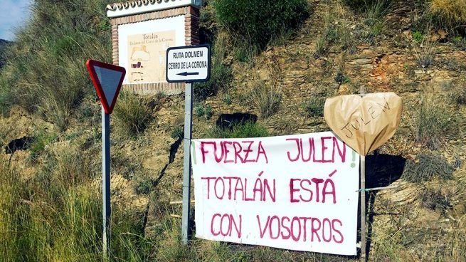 8d7ddda2b510 Cartel de apoyo a Julen en Totalán (Málaga). Foto  Enrique Falcón