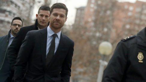 Xabi Alonso, a su llegada a la Audiencia Provincial de Madrid. (EFE)