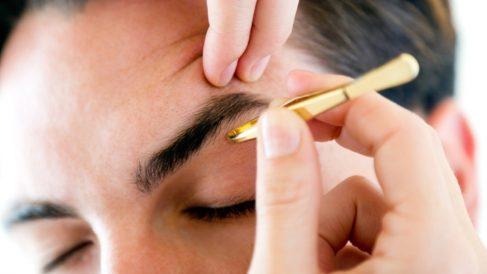 Trucos para depilar las cejas con pinzas