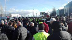 El colectivo de taxistas concentrado frente a IFEMA coincidiendo con la inauguración de Fitur. Foto: Europa Press