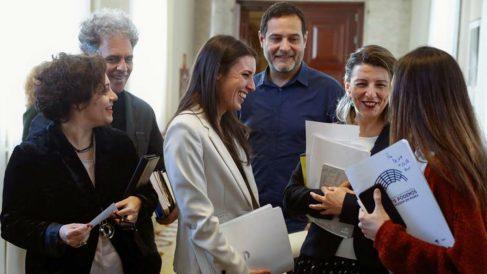 Irene Montero  Irene Montero (c), junto a varios miembros de la coalición antes de asistir a la reunión de la Junta de Portavoces  (EFE).