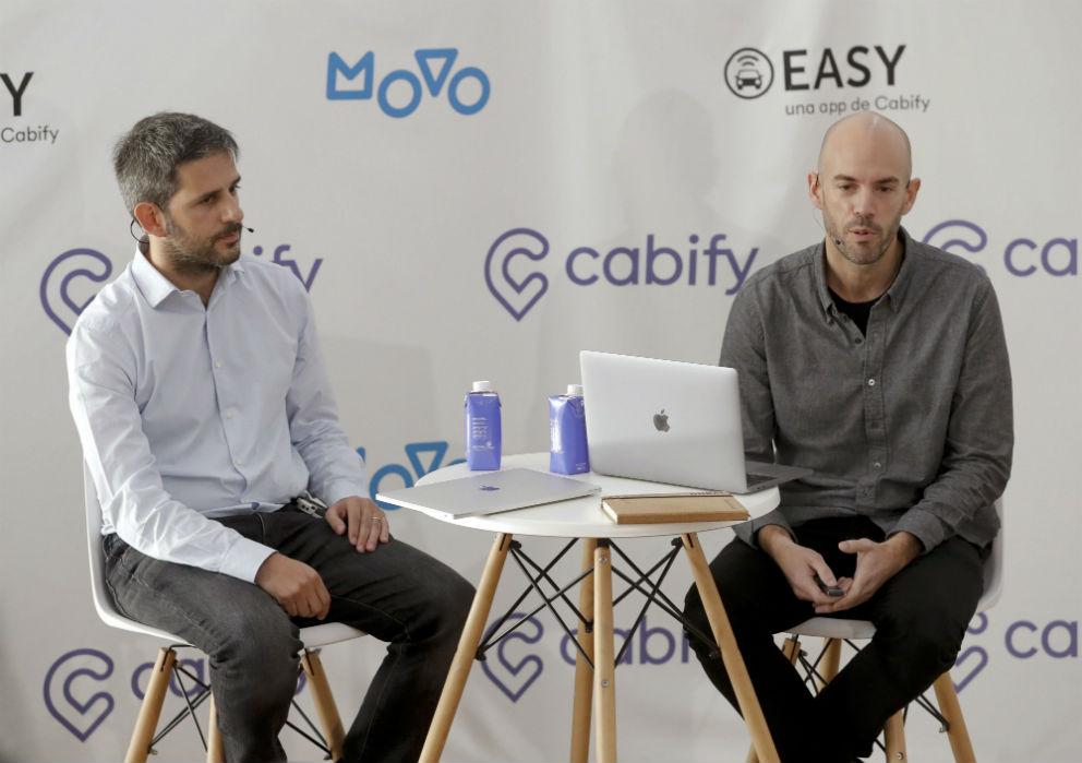 Juan de Antonio (dcha), fundador de Cabify junto con el director general Vicente Pascual