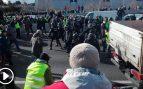 La Policía carga contra los taxistas que han vuelto a cortar la M-40 en Madrid