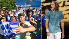 Tsitsipas y los aficionados griegos en el Open de Australia. (Getty)
