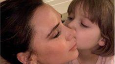 Victoria Beckham criticada por someter a su hija a un tratamiento facial