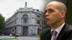 El abogado externo del FROB Carlos Gómez Jara, ante una imagen del Banco de España.