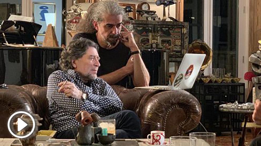Joaquín Sabina junto al director de cine español Fernando León de Aranoa durante la preparación de la serie y el documental sobre la vida del cantante. Foto: Europa Press