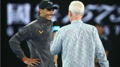 Joe McEnroe entrevista a Rafa Nadal tras su victoria ante Tsitsipas. (Getty)
