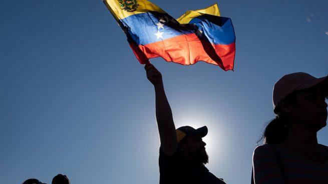 Cónsul venezolana en Miami reconoce a Guaidó como Presidente encargado