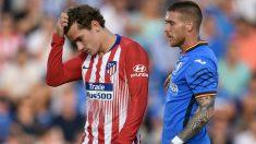Antoine Griezmann y Vitorino Antunes en el Getafe – Atlético de Madrid. (AFP)