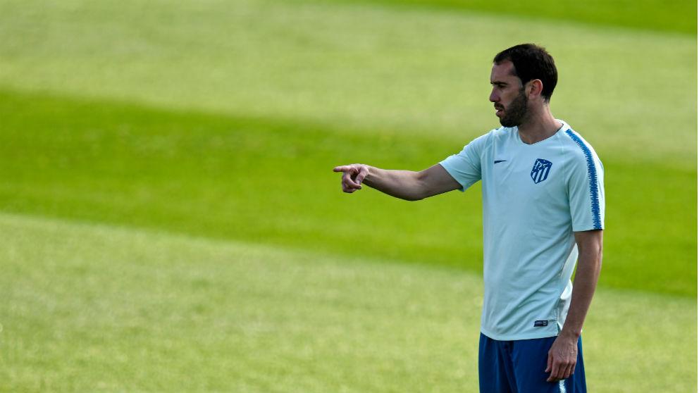 Diego Godín, durante un entrenamiento con el Atlético de Madrid. (AFP)