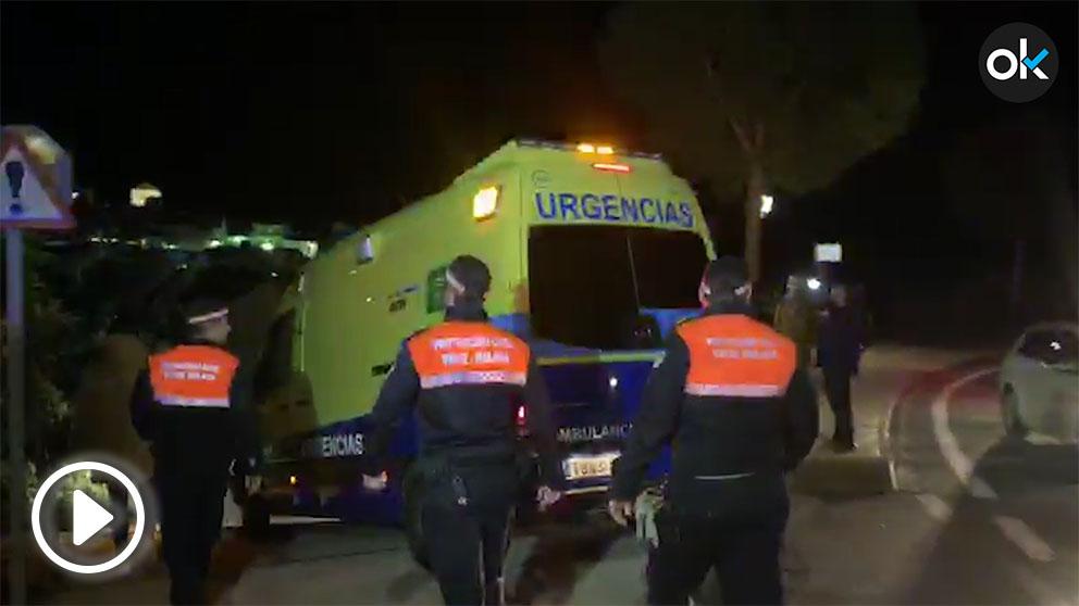 Una ambulancia se ha desplazado hasta el domicilio en el que residen los padres de Julen, en Totalán.