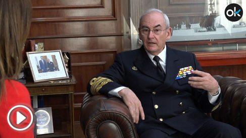 El AJEMA Teodoro López Calderón en su despacho del Cuartel General de la Armada