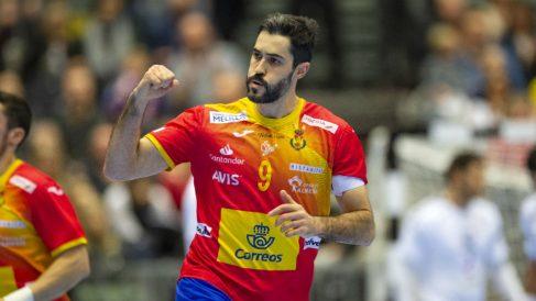 Raúl Entrerríos celebra un gol en el partido de los Hispanos contra Egipto. (AFP)