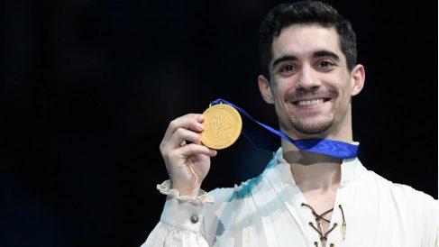 Javier Fernández posa con la medalla de Oro de su séptimo Europeo. (AFP)
