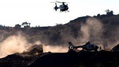 Un helicóptero se dispone a aterrizar junto al lugar en el que se desarrollaban las labores de rescate de Julen (EFE/Daniel Pérez).