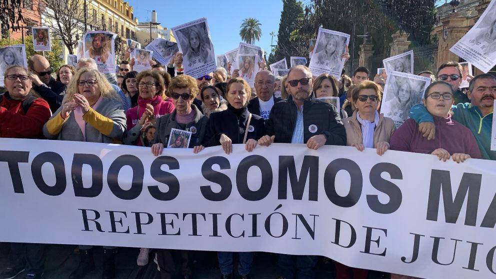 Los padres de Marta del Castillo encabezan la manifestación por el décimo aniversario de su desaparición (Europa Press)