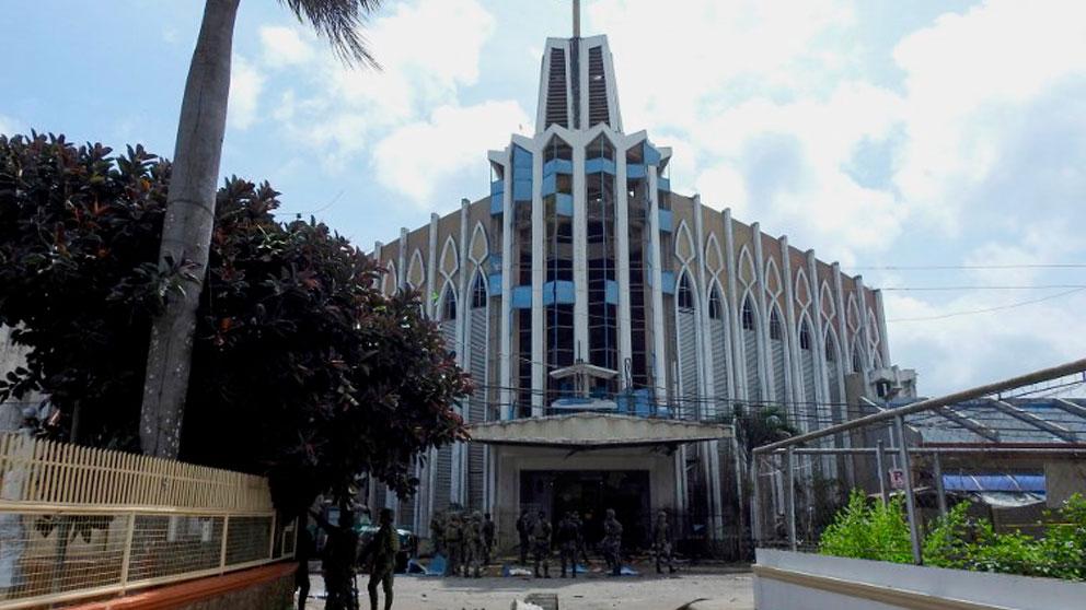 La catedral católica de la ciudad de Jolo, en Filipinas, donde este domingo han perdido la vida 20 personas en un doble atentado de ISIS. Foto: AFP
