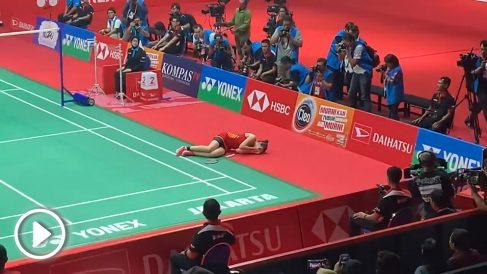 Carolina Marín se duele en el Masters de Indonesia.