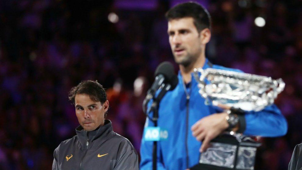 Nadal y Djokovic, en la ceremonia de entrega de trofeos del Open de Australia. (Getty)
