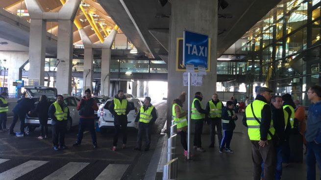 1eb1924e2cf Movilizaciones de los taxistas en el aeropuerto de Madrid Barajas. OKDIARIO.