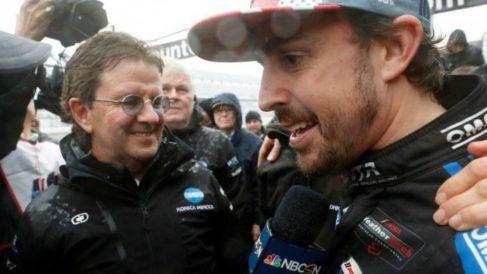 Fernando Alonso y Wayne Taylor, en las 24 horas de Daytona. (Twitter)