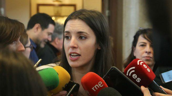 Irene Montero, portavoz de Podemos, en declaraciones en el Congreso. (Foto: Europa Press)