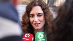 Isabel Díaz Ayuso atendiendo a la prensa. (Foto. PP)