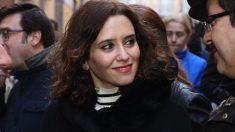 Isabel Díaz Ayuso, en el Rastro. (Foto. PP)