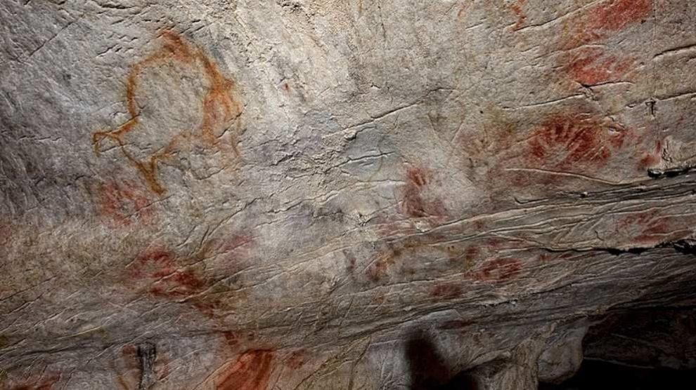 Localizados tres grabados de manos con 20.000 años de antigüedad en la cueva de Altamira