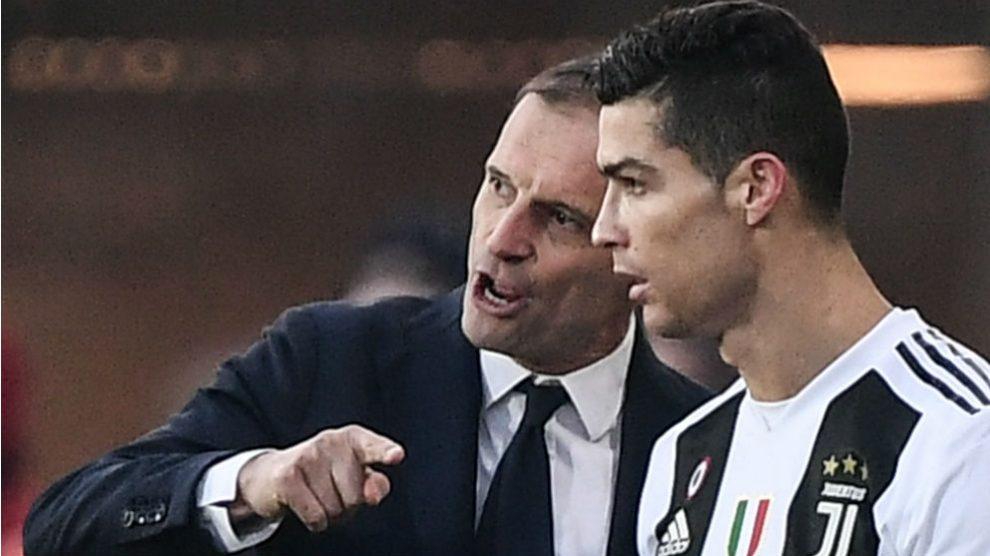 Massimiliano Allegri da instrucciones a Cristiano Ronaldo. (AFP)