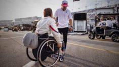 Fernando Alonso y Alex Zanardi hablan en las 24 horas de Daytona. (BMW)