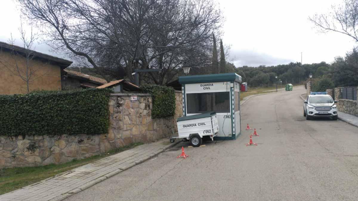 Chalet Pablo Iglesias: Pablo Iglesias e Irene Montero ya tienen su propio 'cuartelillo' de la Guardia Civil delante del casoplón