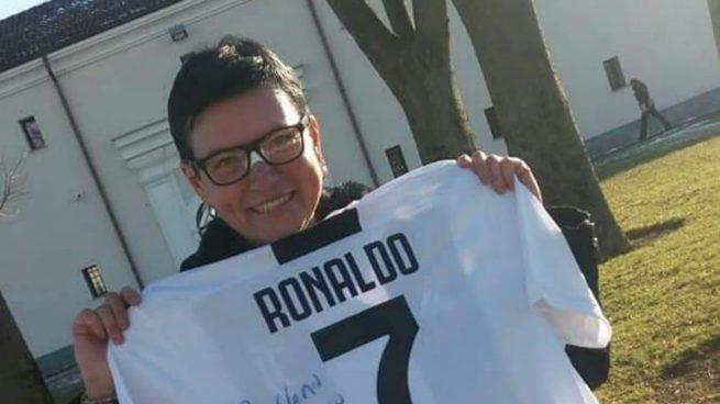 El detalle de Cristiano Ronaldo con una aficionada a la que dio un balonazo