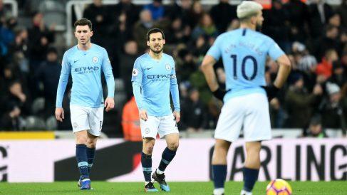 Los jugadores del Manchester City, tras un gol recibido. (Getty)