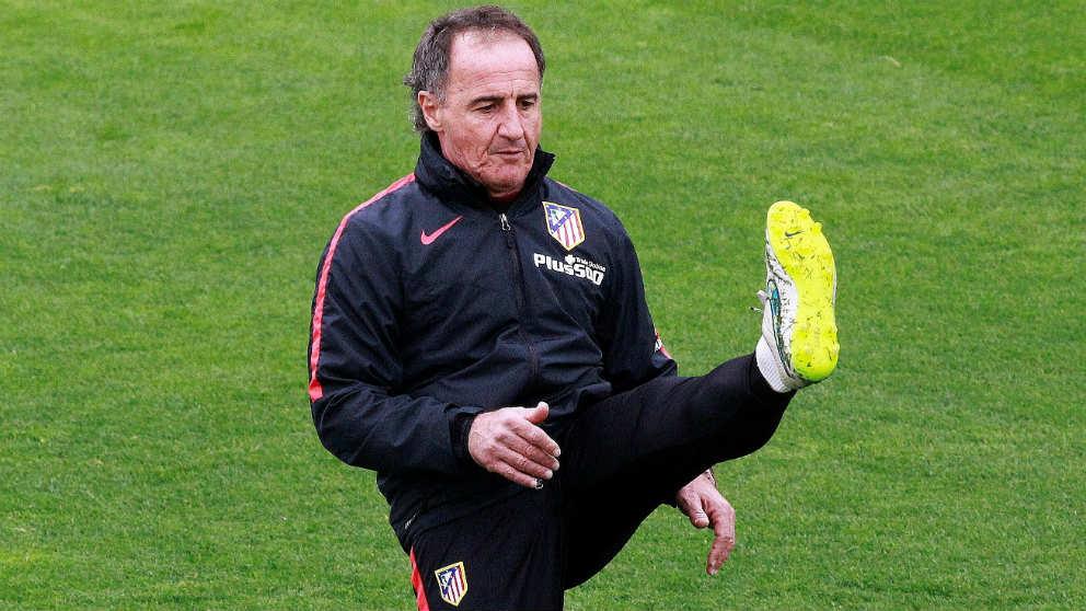 El Profe Ortega, en un entrenamiento con el Atlético de Madrid. (EFE)