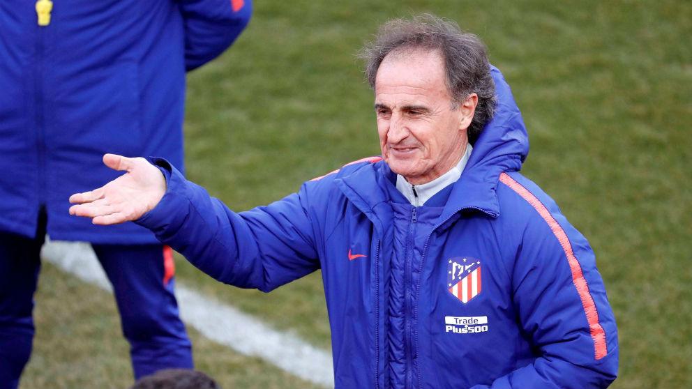 El profe Ortega, en un entrenamiento del Atlético. (EFE)
