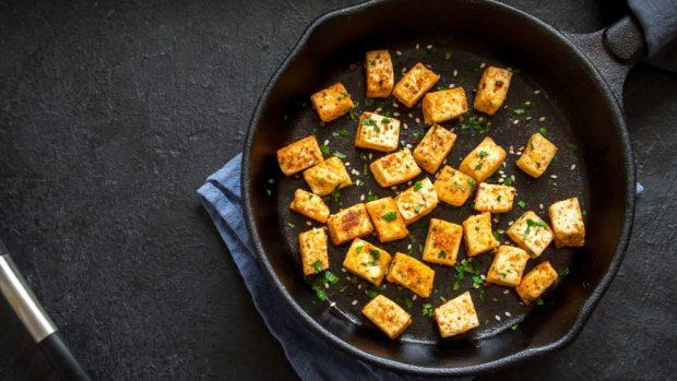 revuelto de tofu con guisantes