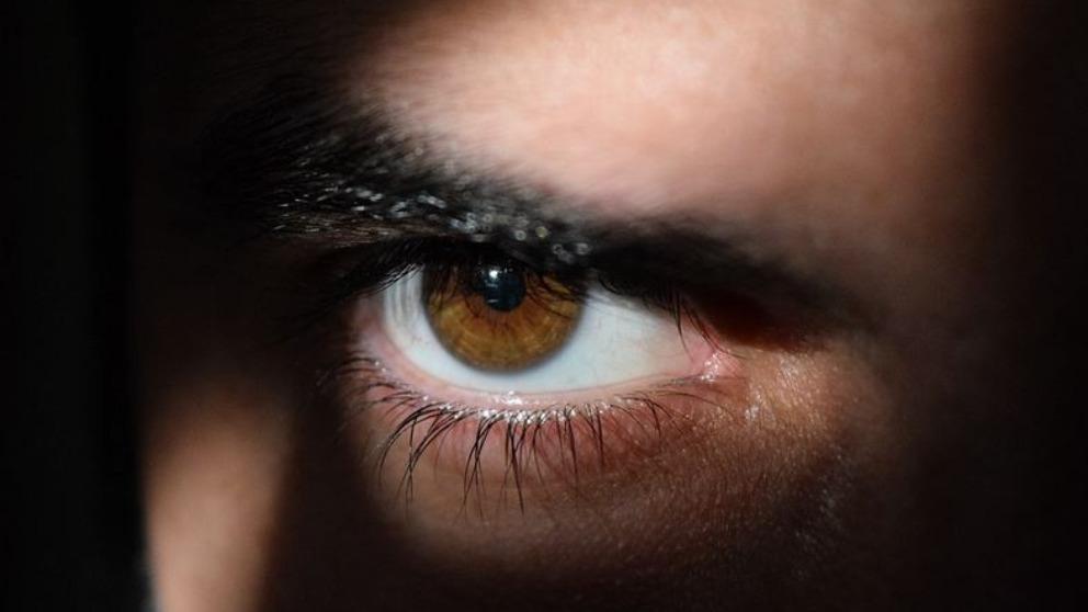 Nuestros ojos pueden cansarse debido al uso continuado de la visión de las pantallas.