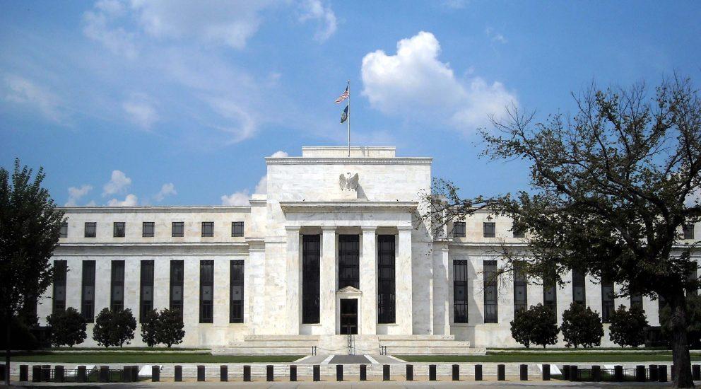 La Fed mejora sus perspectivas de crecimiento e inflación pero descarta subidas de tipos hasta el 2023