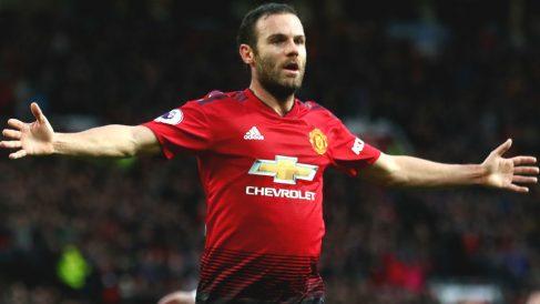 Juan Mata, objetivo del Barcelona, celebra un gol con el Manchester United. (Getty)