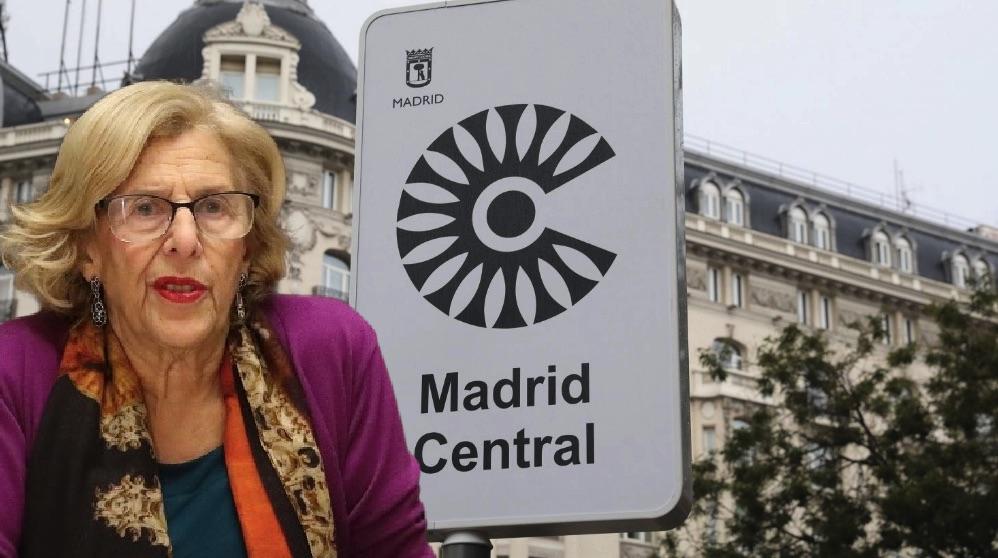 La alcaldesa y una de las entradas a Madrid Central. (Fotos. Madrid)