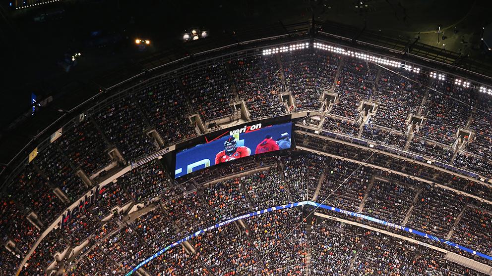 Una de las pantallas en el estadio de la última edición de la Super Bowl donde se emitieron anuncios y trailers. (Getty)