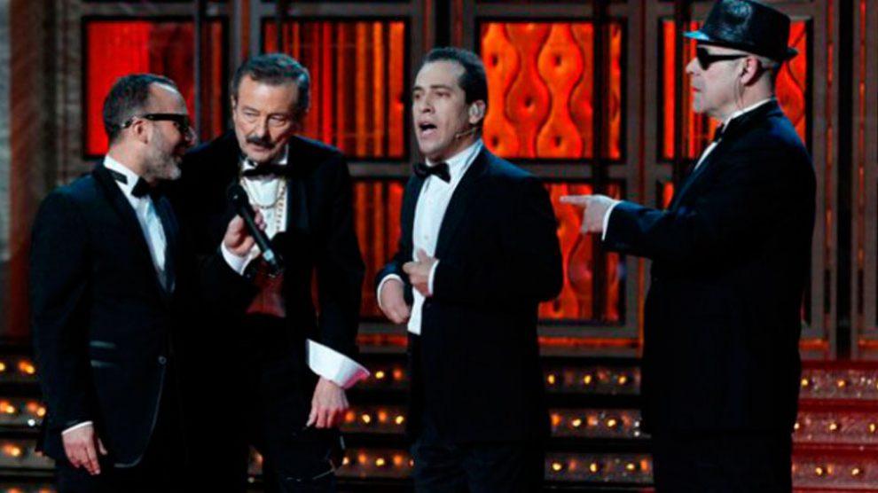 Antonio Gutiérrez, Juan DIego, El Langui y Antonio Reines durante una actuación musical en la que Resines despuntó con su arte rapeando.