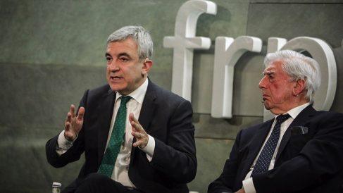 Luis Garicano junto a Mario Vargas Llosa. (Foto. Cs)