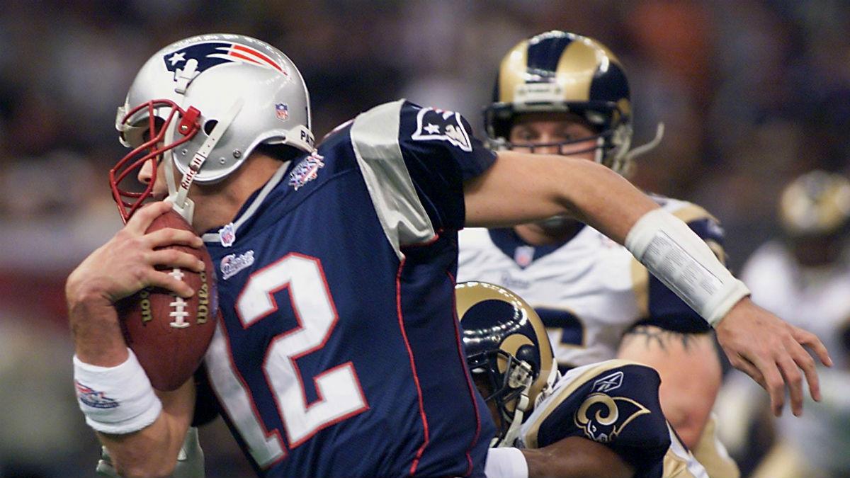 Tom Brady, ante los Rams, en la Super Bowl de 2002; el partido en el que comenzó a forjar su leyenda (AFP).